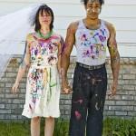 Bunt bepinselte Braut und Bräutigam